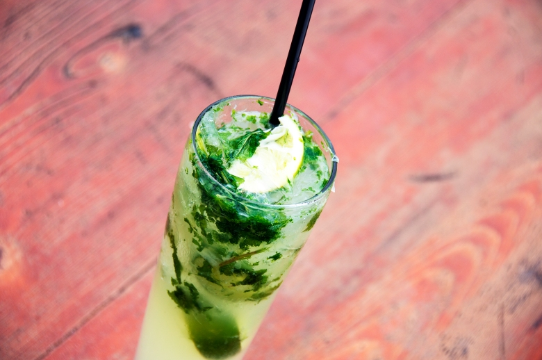 picture of a mojito cocktail