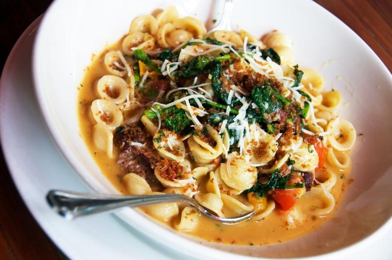 Zinfandel Spaghetti With Spicy Rapini Recipe — Dishmaps