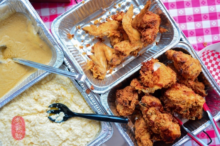 Fried chicken, grits, and gravy. Photo by ulterior epicure