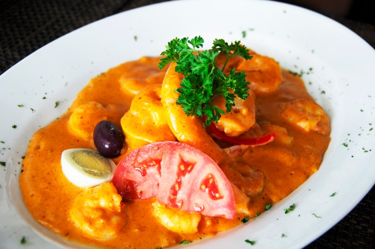Camarones al Ajo – Sautéed shrimp in a creamy garlic sauce