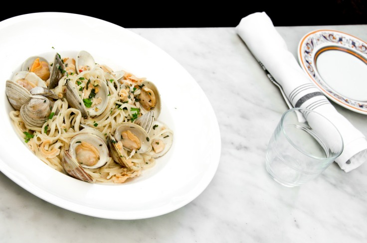 LINGUINI | con vongole, clams, white wine