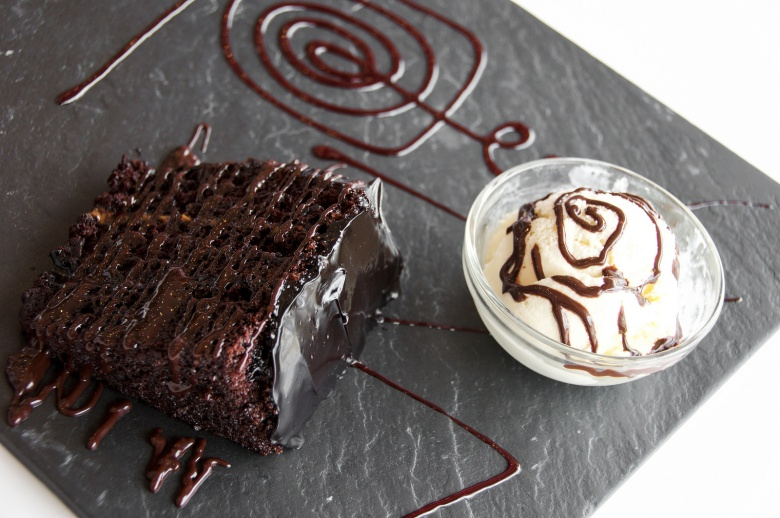 The best cake and ice cream we have had in ages - Volcán De Lúcuma, that is,  Chocolate cake with ucuma ice cream